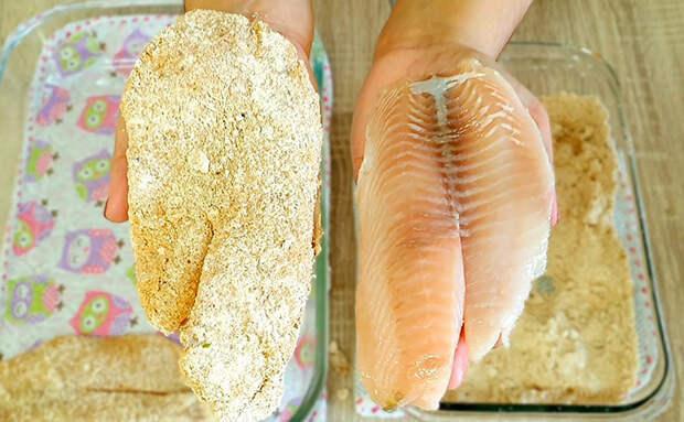 Вместо привычной жарки готовим рыбу словно запеканку. Сока стало больше и даже размороженная рыба получается нежной
