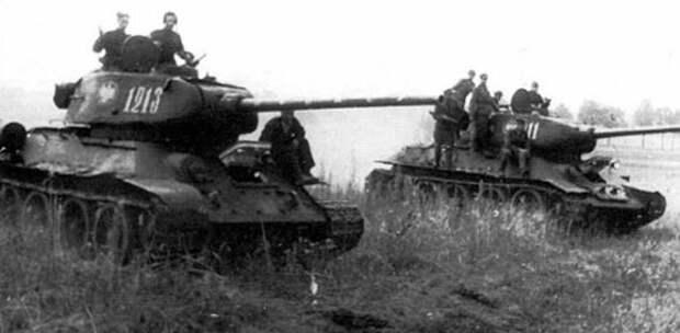 Польские танки Т-34 освобождают от гитлеровцев Польшу