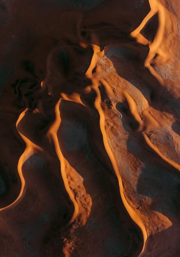 Аэрофотоснимки песчаных дюн пустыни Намибии, которые больше похожи на картины