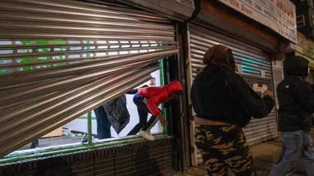 Погромы магазинов начались в Филадельфии