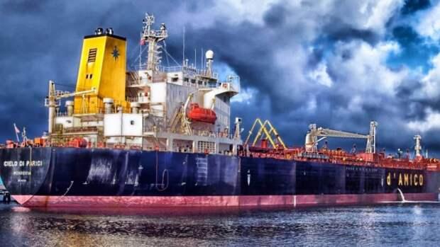 Более половины нефтяных танкеров наприколе