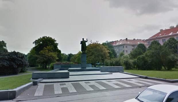 Le Monde о сносе памятника Коневу: Чехия напрасно воюет с историей
