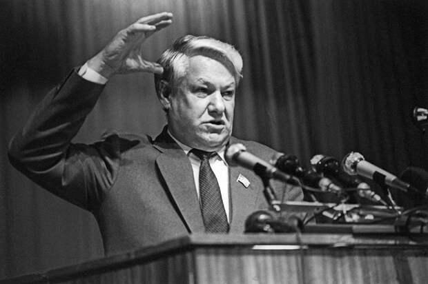 Ельцин трижды имел шанс войти в историю как собиратель русских земель, но трижды сдавал Крым ради президентских амбиций