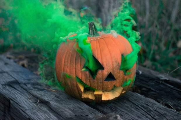 7 прикольных мест, где можно бесплатно или дешево бухнуть на Хэллоуин