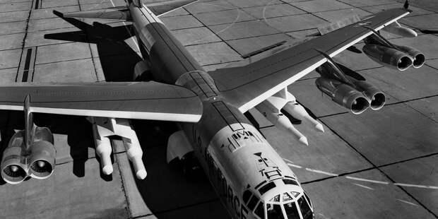 B-52Н смакетами ракет AGM-48 Skybolt