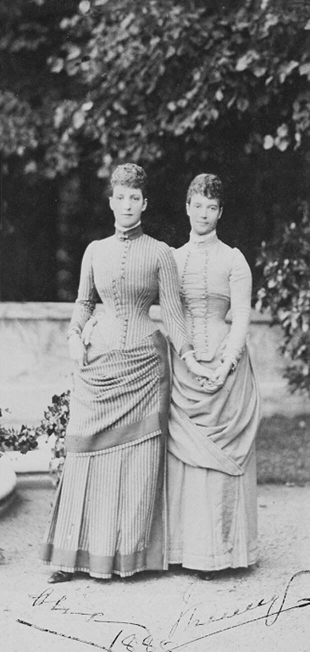 Родные сестры: Супруга Эдуарда VII Александра и супруга Александра III Мария Федоровна
