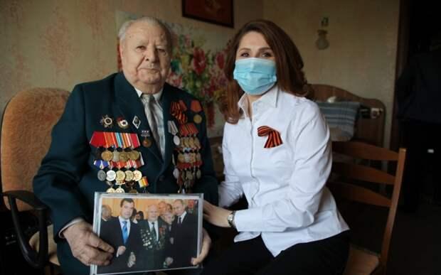 Глава Рязанской гордумы Юлия Рокотянская поздравила ветеранов с Днём Победы