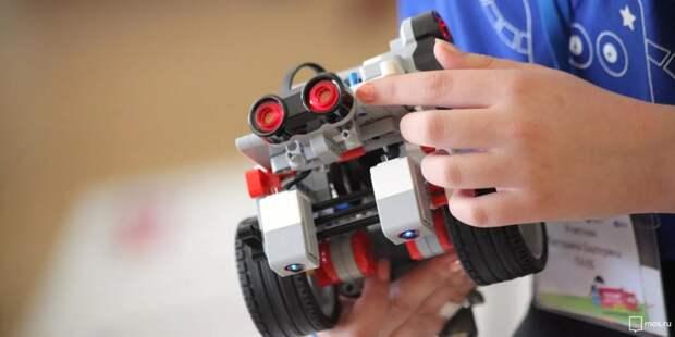 На мастер-классы в детские технопарки пригласили московских школьников