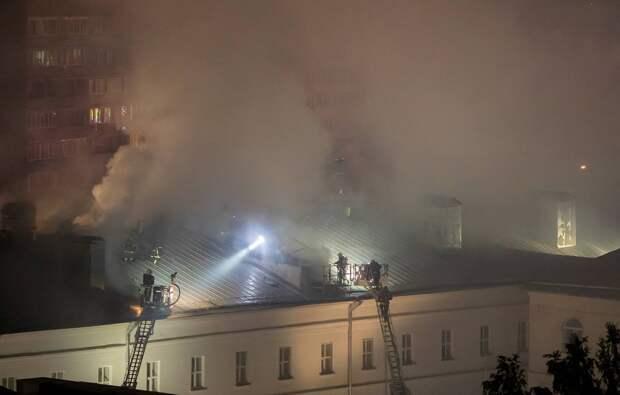 Пожар в общежитии Военного университета полностью потушили