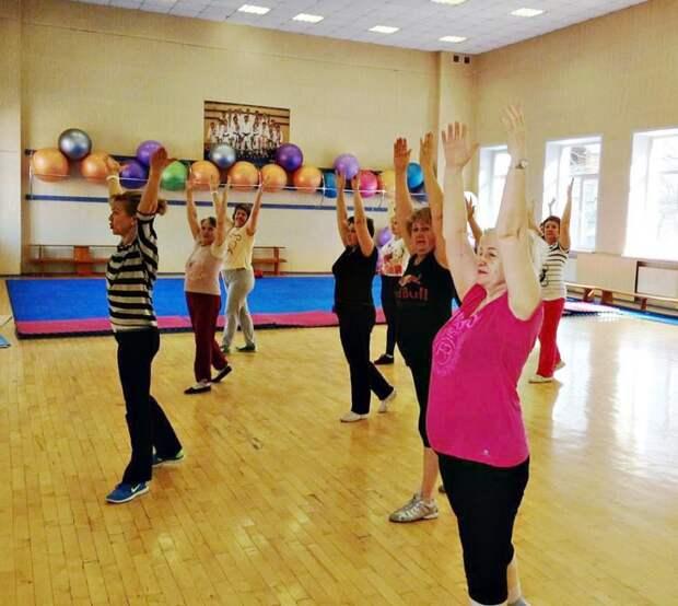 В школе № 2098 в Западном Дегунине проходят занятия по общей физической подготовке