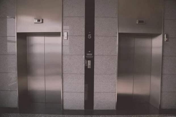 «Хлопающий лифт» починили в доме на Яхромской улице