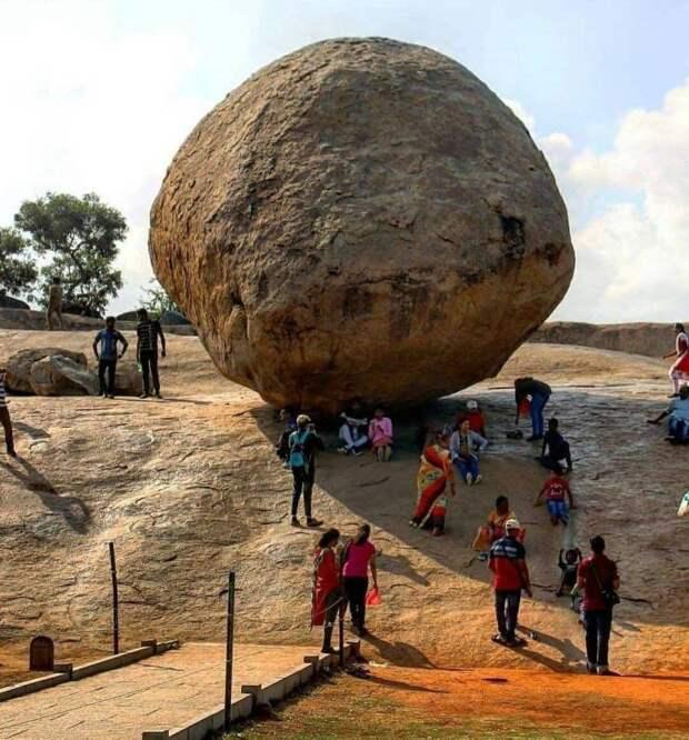 Большой камень и люди