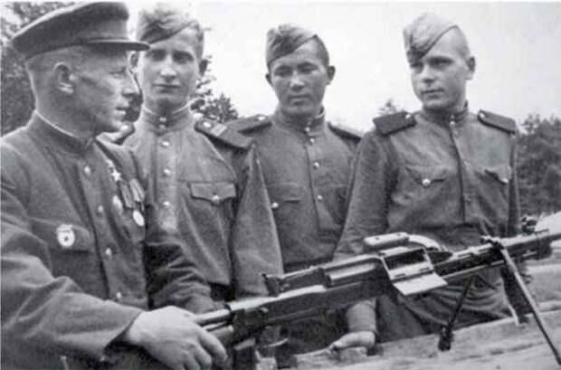 «Аты-баты, шли солдаты…»: как проходил бой из фильма на самом деле