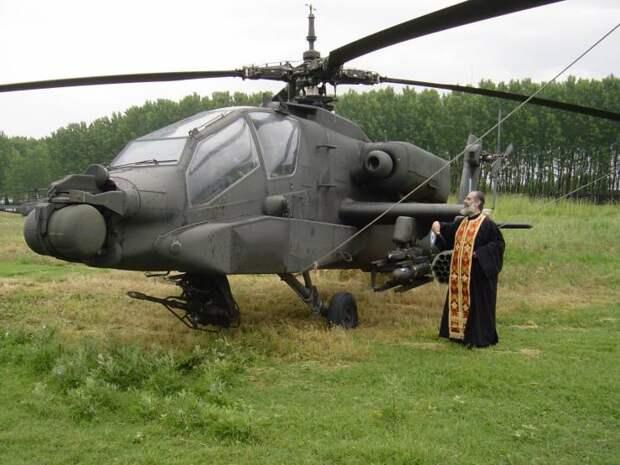 Боевой вертолет и священник