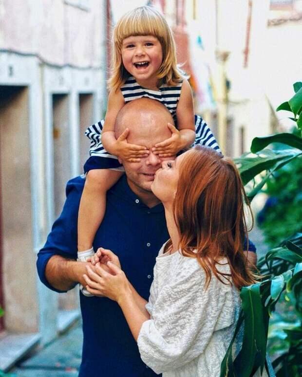 Юлия Савичева публично призналась, что ее дочь воспитывает другая женщина