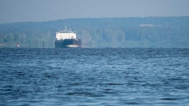 Три человека серьезно пострадали во время пожара на грузовом судне под Самарой