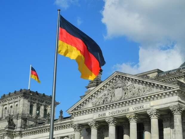 Власти Германии решили заменить в Конституции слово «раса»