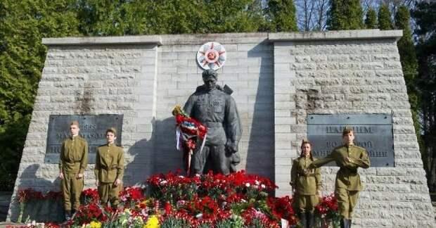 Активисты, готовящиеся отмечать День Победы, жалуются надавление полиции Эстонии