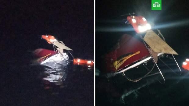 Катер с туристами перевернулся из-за медузы у берегов Крыма