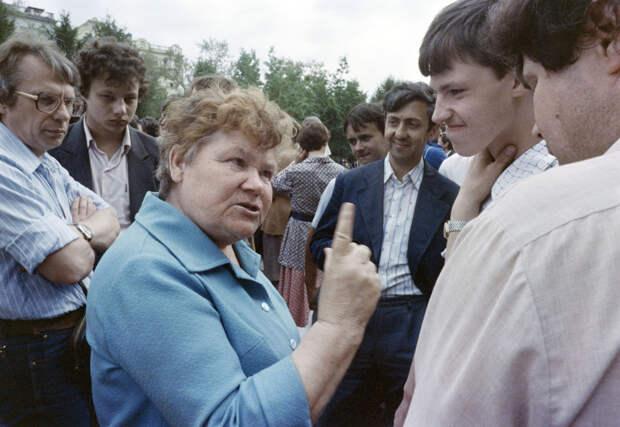 Хамский стиль общения в СССР.