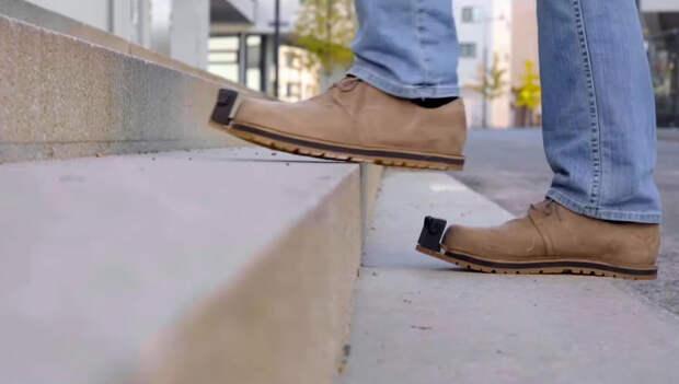 Для слабовидящих придумали ботинки-поводыри