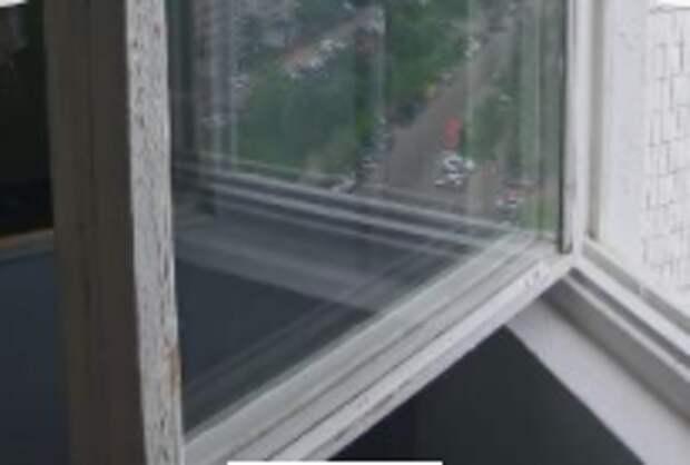 Разбитое окно заменили в доме в Ангеловом переулке — Жилищник