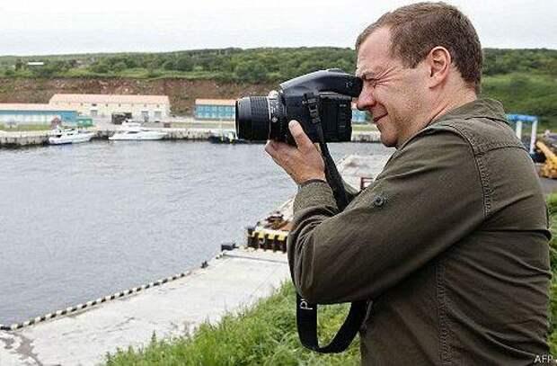 Премьеру Медведеву: Вы за сдачу Курил или против?