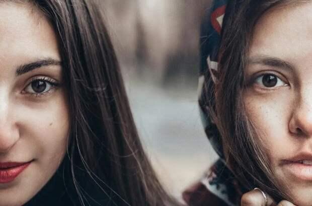 Россиянка демонстрирует красоту девушек со всего мира, делая с ними совместные фото