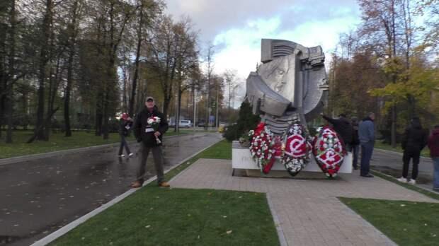 Годовщина ужасной трагедии. Когда бело-красная символика в Москве не имеет отношения к Беломайдану