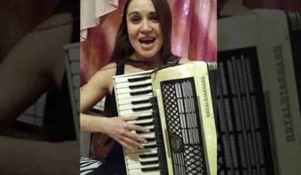 Красивая песня ''Зачем это лето'' в исполнении прекрасной гармонистки