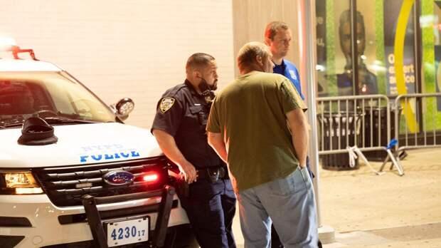 Неизвестный водитель переехал толпу пешеходов возле ресторана в Техасе
