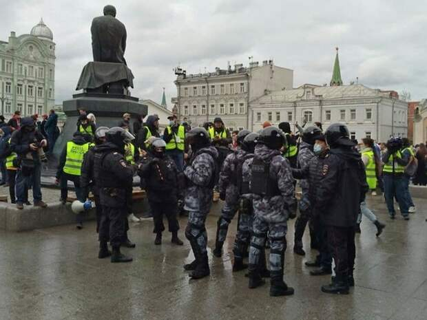 Опрос «Левада-центра»: большинство россиян знают об апрельских протестах в поддержку Навального