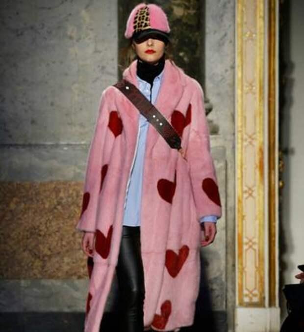 Ожидание vs реальность: девушка заказала стильное плюшевое пальто, но получила просвечивающий кусок ткани
