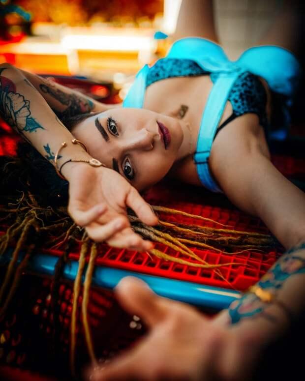 Яркие уличные портреты девушек Гильермо Брисено