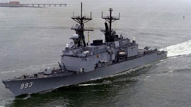 Корабль ВМС США открыл стрельбу по иранским военным катерам в Ормузском проливе