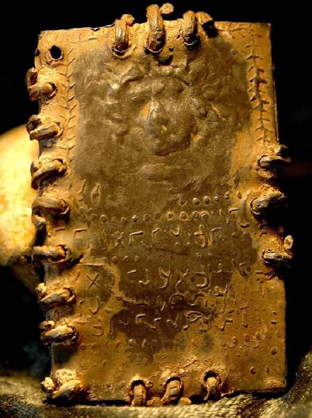 Ученые уверяют, что на этом листе изображен лик Иисуса Христа.