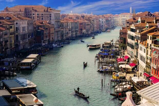 В Венеции начал спадать рекордно высокий уровень воды