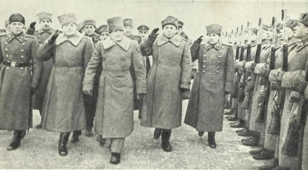 Почему на фото Сталин смеется, стоя рядом с британским фельдмаршалом Монтгомери