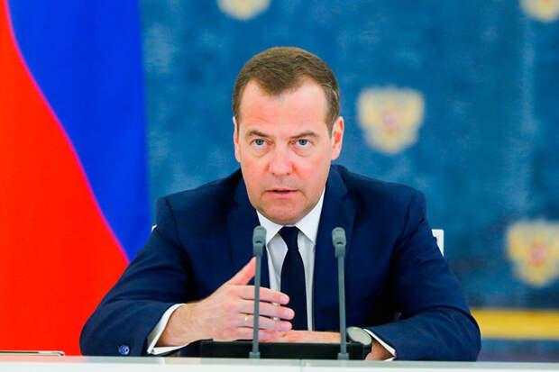 Медведев задал губернаторам неудобные вопросы, когда их зададут самому премьеру и кто это сможет сделать