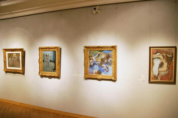 Стена с картинами Дега в Пушкинском музее