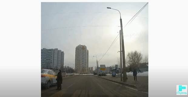 Своевременный сигнал спас жизнь пешеходу на улице Кулакова