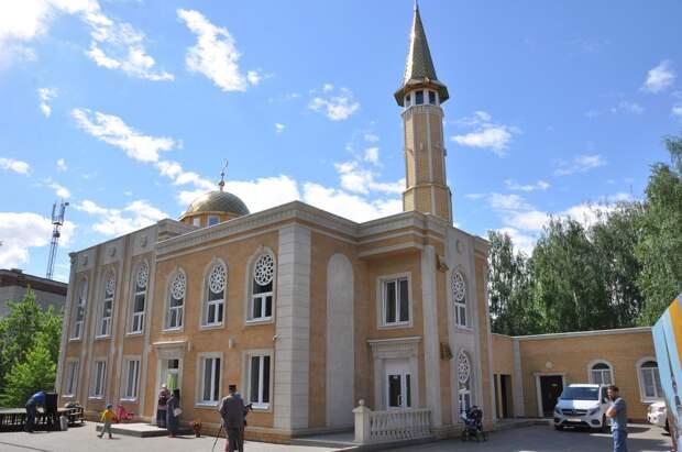 Новая мечеть в Воткинске, лесные рейды по Удмуртии и покупка Metro Goldwyn Mayer: что произошло минувшей ночью