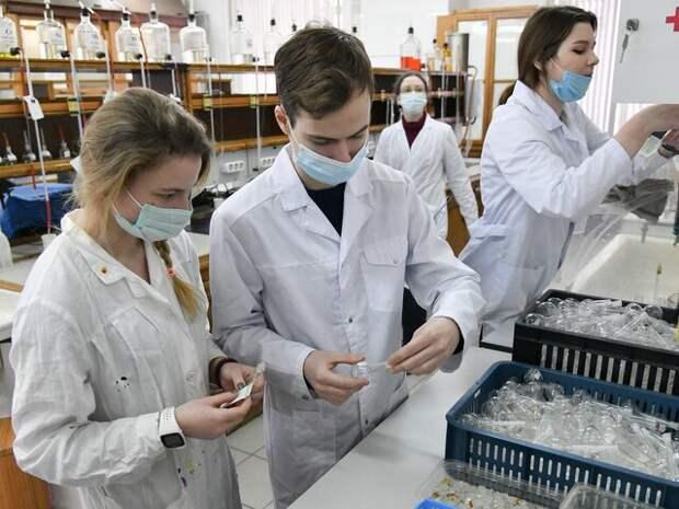 Чернышенко заявил, что власти РФ работают над привлечением аспирантов в науку