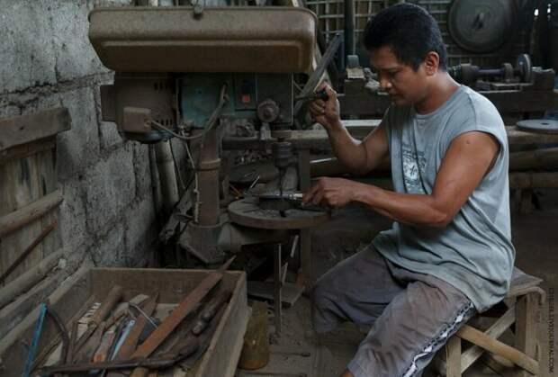 На островах ножи делают в небольших семейных мастерских. |Фото: adsl.kirov.ru.
