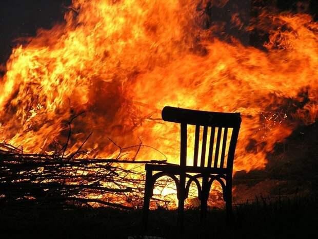 Не доставайся же ты никому: жители Карабаха сжигают дома, прежде чем их покинуть