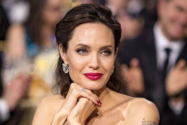 Анджелина Джоли написала статью об увеличении случаев насилия над детьми