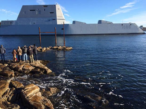 Американский суперэсминец сломался в Панамском канале