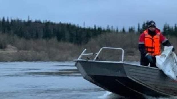 Сотрудники МЧС спасли на Иртыше жителя Омска, выпавшего из лодки