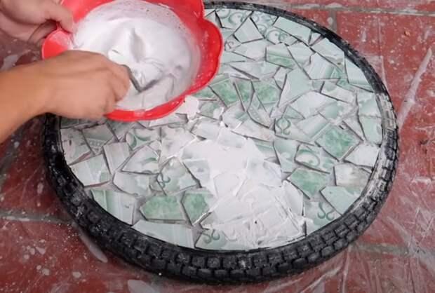 Мастер собрал со стройки плитку на выброс. Показываю, что он с ней сделал при помощи простой шины