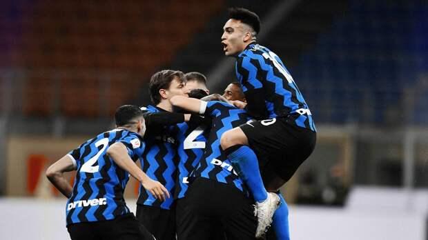 «Интер» одержал волевую победу над «Миланом» в Кубке Италии благодаря голу на 97-й минуте. Ибрагимович был удален
